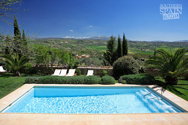 Spanish villa rental villas for rent spain for Environnement piscine